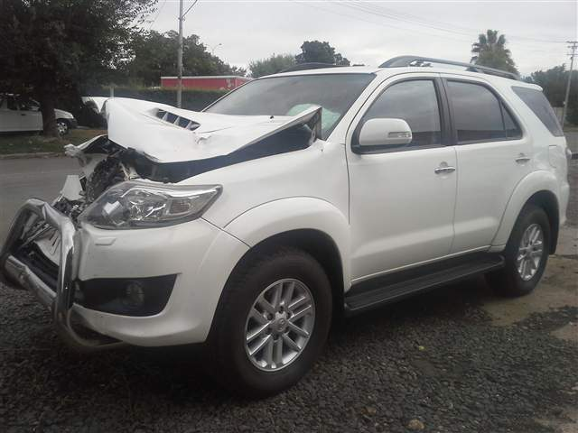 2013 TOYOTA FORTUNER 3.0D-4D RAISED BODY