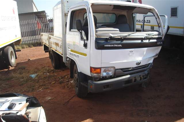 2008 NISSAN TRUCK UD 35