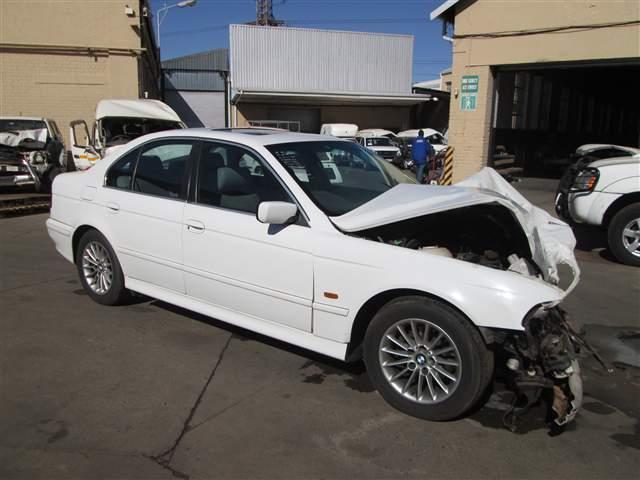2002 BMW 525i (E39)