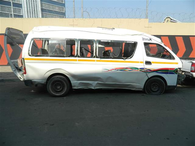 Accident Damaged Cars For Sale >> Code-2 2012 TOYOTA QUANTUM in Gauteng Johannesburg, 418815