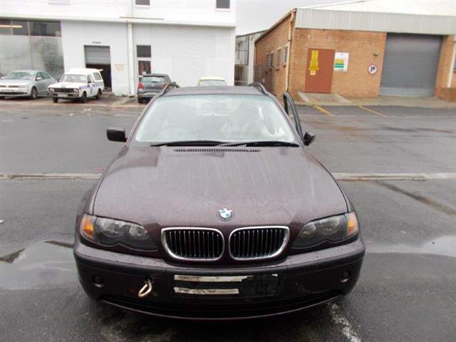 2002 BMW 325i (E46)