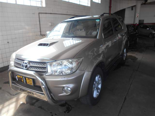 2010 TOYOTA FORTUNER 3.0D-4D RAISED BODY