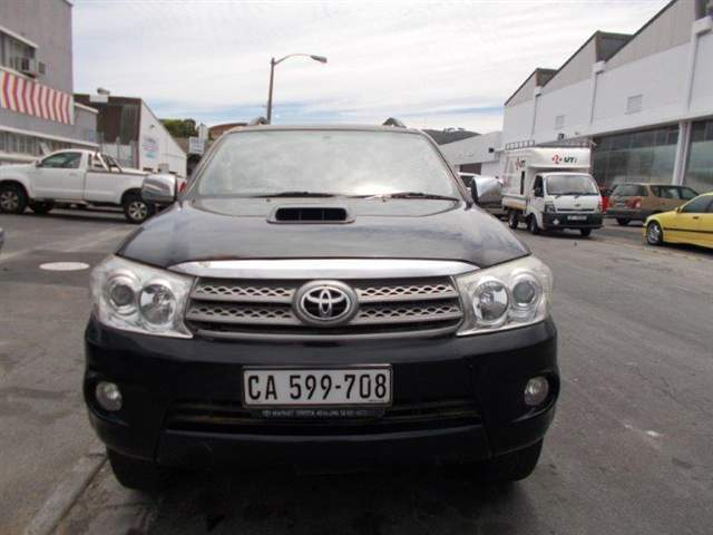 2009 TOYOTA FORTUNER 3.0D-4D RAISED BODY