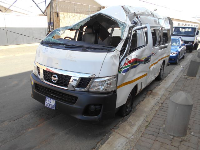 2015 NISSAN NV 350 E20 16 SEATER